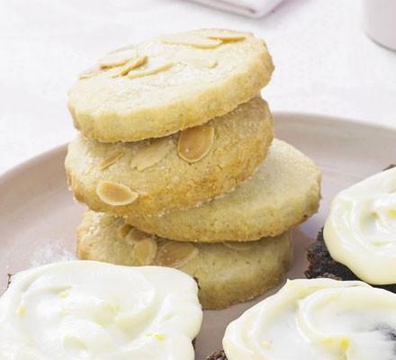 Almond & lemon curd buttons