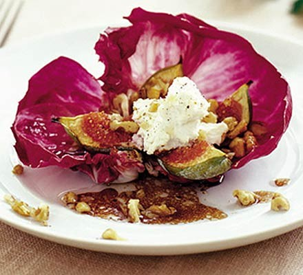 Baked figs & goat's cheese with radicchio