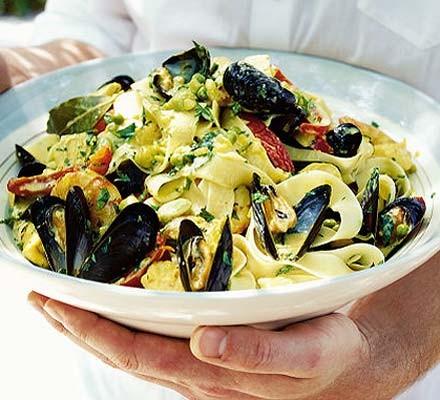 Seafood tagliatelle, Spanish-style