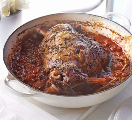 Herby baked lamb in tomato sauce