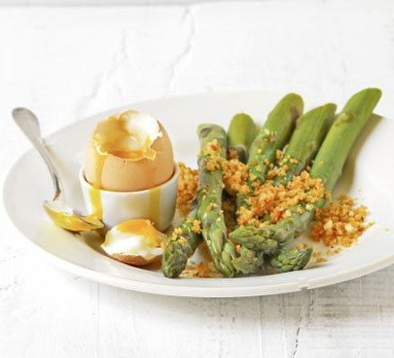 Asparagus soldiers with a soft-boiled egg