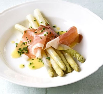 White asparagus with Serrano ham & chive dressing