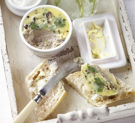 Smoked mackerel pâté with French bread & horseradish
