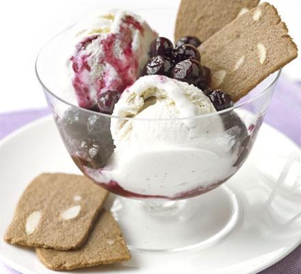 Balsamic blueberries with vanilla ice cream