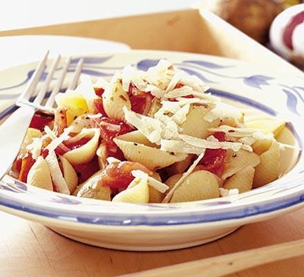 Garlicky tomato pasta