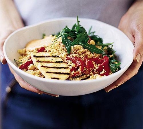 Couscous salad with halloumi and red peppers