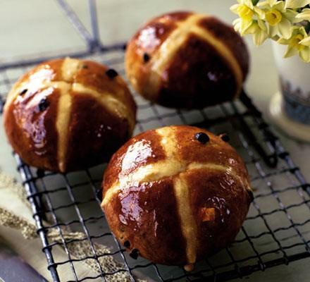 Cheat's hot-cross buns