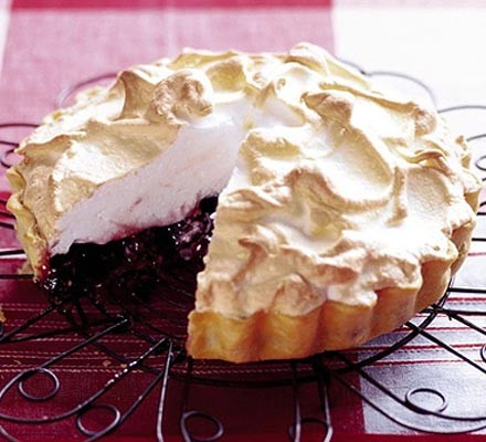 Doris' cherry meringue tart