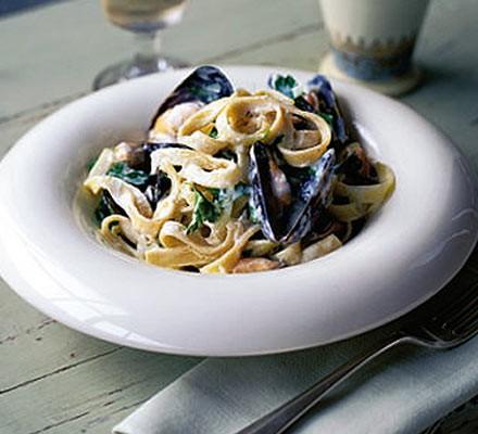 Tagliatelle with mussels & crème fraîche