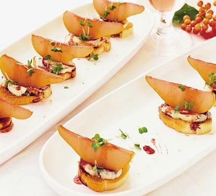 Pear & gorgonzola crostini