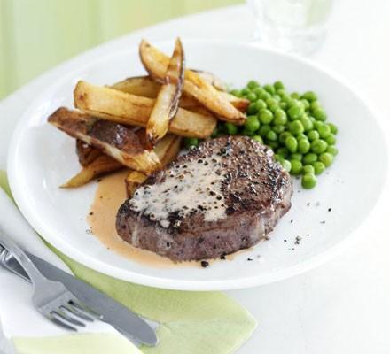 Steak, chips & quick pepper sauce