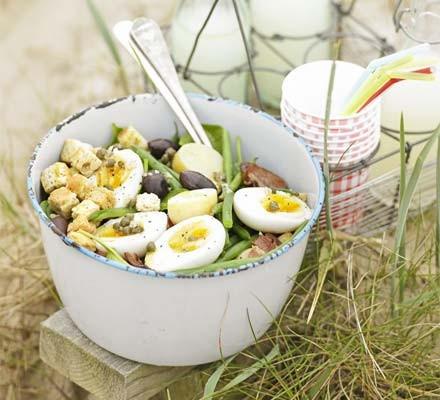 Big egg, bacon & bean salad