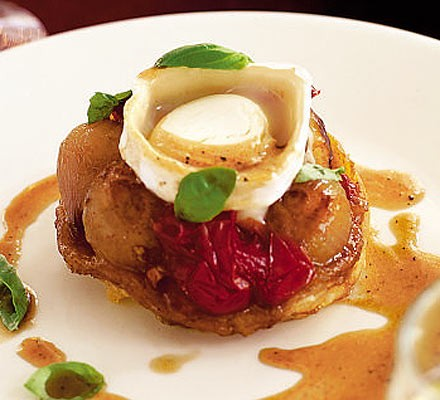 Shallot tatins with goat's cheese
