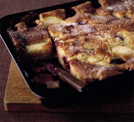 Bramley & blackberry tray cake
