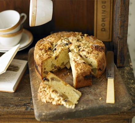 Pear & mincemeat crumble cake
