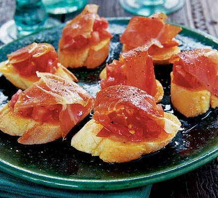 Spanish tomato bread with jamón Serrano
