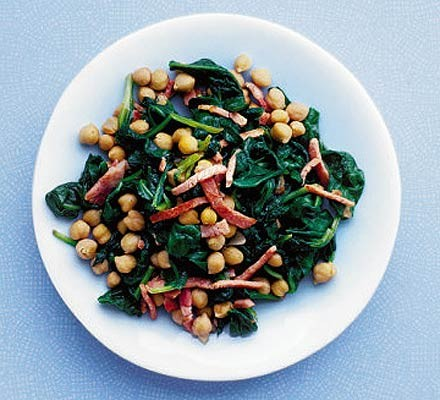 Hot chickpeas with spinach & bacon