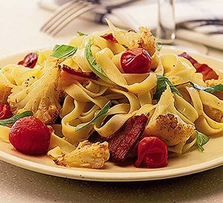 Roasted cauliflower, bacon & chilli pasta
