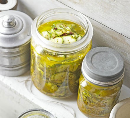 Crunchy courgette pickle