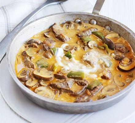 Quick steak & mushroom stroganoff