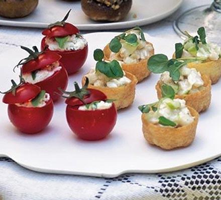 Horseradish chicken tartlets