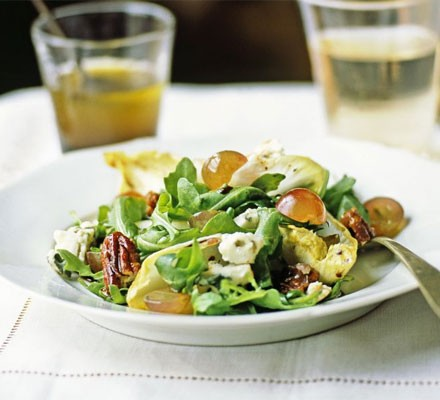 Blue cheese & grape salad with caramelised pecans