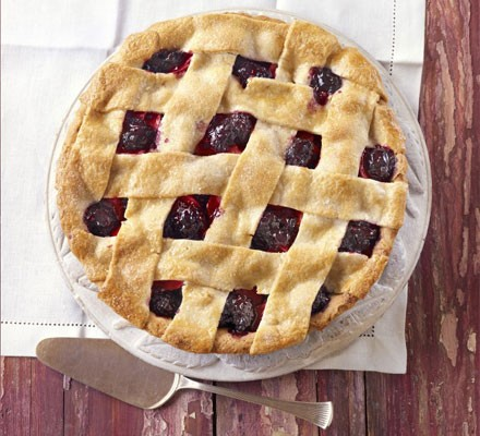 Farmhouse blackberry & apple pie
