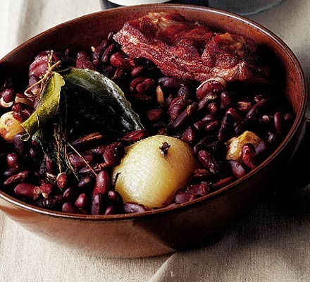 Slow-cooked bean casserole