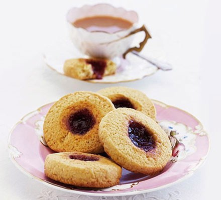 Simple jammy biscuits