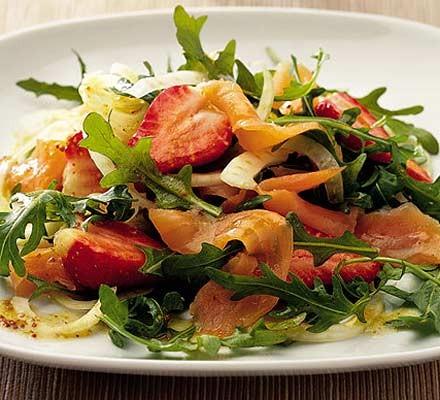 Salmon, strawberry & fennel salad