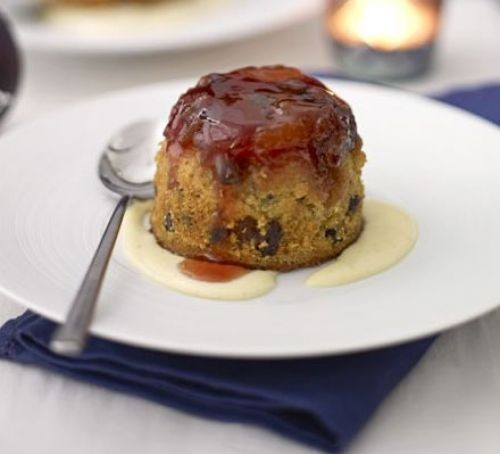Pudding with sloe gin sauce and custard