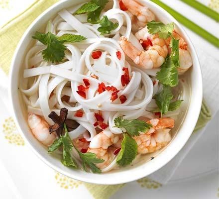 Quick prawn noodle soup