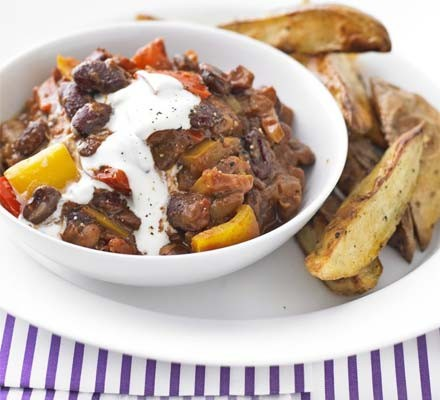 Mixed-bean chilli with wedges