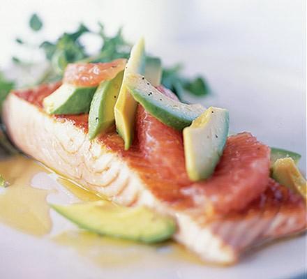 Salmon with avocado & grapefruit