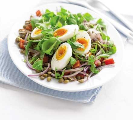 Lentil & red pepper salad with a soft egg