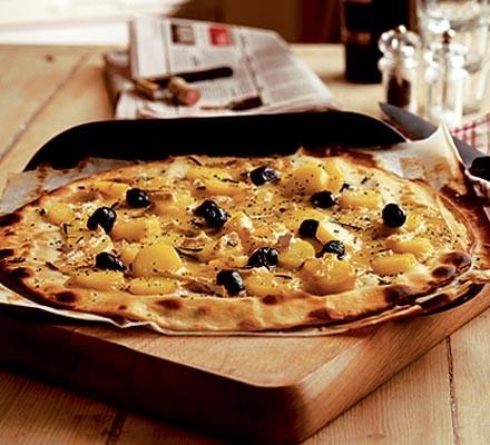 Brie & potato pizza