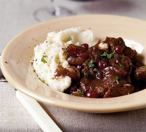 Braised beef with mashed potatoes on a plate