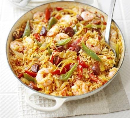 Spanish rice & prawn one-pot
