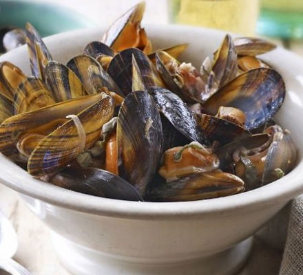 Mussels with red onion, cider & crème fraîche