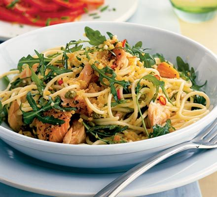 Spaghetti with hot-smoked salmon, rocket & capers image