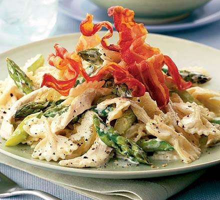 Farfalle with chicken, asparagus & pancetta