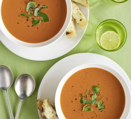 Quick tomato soup with cheesy garlic dippers