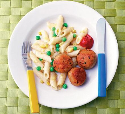 Tuna balls with pea & sweetcorn pasta