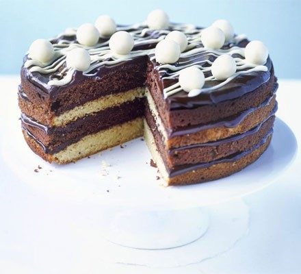 White & dark chocolate cake