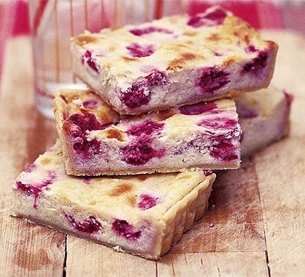 Raspberry & white chocolate traybake