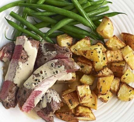 Beef with peppercorn sauce & sauté potatoes