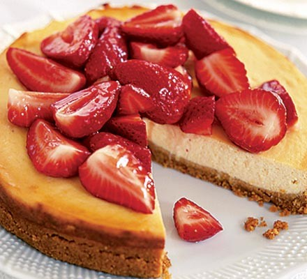 Tangy cheesecake with strawberries