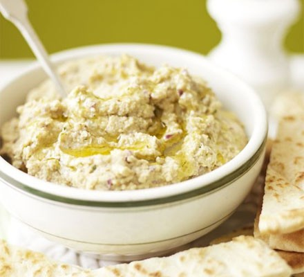 Red onion & Indian-spiced hummus