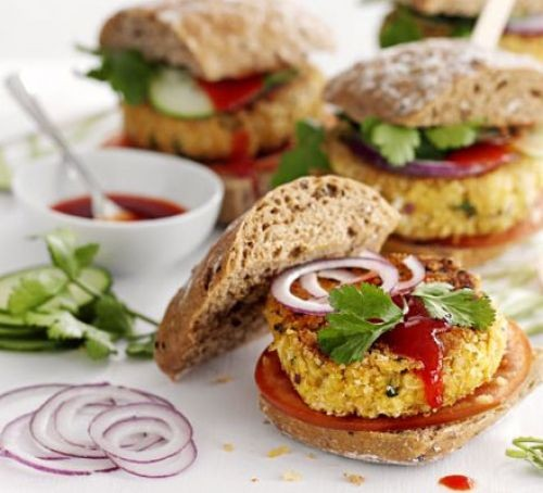 Chickpea burgers with salad and relish