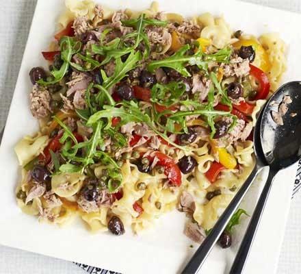 Roasted pepper, tuna & olive salad
